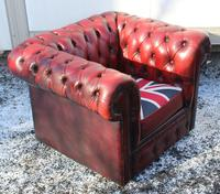 1960s Chesterfield Red Leather Tub Chair with Union Jack on Seat (3 of 3)