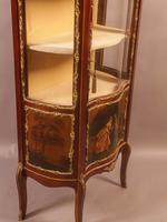 Good Quality French Serpentine Front Display Cabinet (7 of 11)