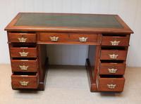 Late 19th Century Walnut Pedestal Desk c.1895 (4 of 10)