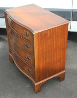 1960's Mahogany Serpentine Front Small Chest of Drawers (3 of 4)