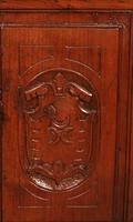Small Italian Renaissance Credenza in Walnut c.1600 with Coat of Arms (3 of 11)