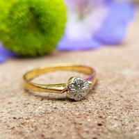 Dainty Vintage 18ct Gold Diamond Flower Ring (6 of 7)