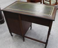 1930s Oak Desk with Green Leather Inset '1 Piece' (2 of 4)