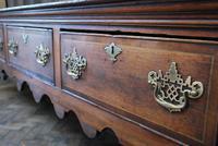 Rare Georgian four drawer dresser base. (6 of 13)