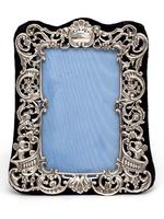 Small William Comyns Silver Photo or Picture Frame Decorated with Cherubs, Scrolls and Flowers (4 of 5)