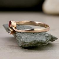 The Vintage 1922 White & Red Stone Gold Ring (3 of 4)