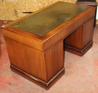 1960's Large Mahogany Pedestal Desk with Green Leather Inset (3 of 3)