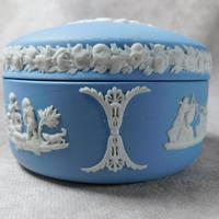 Wedgwood Blue Jasperware Kidney Shaped Trinket Box & Tray (4 of 11)