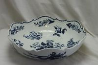 First period Worcester salad or junket bowl Pine Cone pattern (2 of 7)