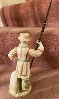 Rare Royal Worcester Porcelain Figure – Beefeater 'Shape No: 1362', by James Hadley Dated 1892 (4 of 6)