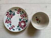 19th Century Floral Decorated Spongeware Pottery Bowl & Dished Saucer (24 of 24)