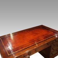 Victorian Mahogany Pedestal Desk (10 of 10)