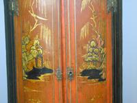George II Japanned Bowfront Corner Cupboard (7 of 7)