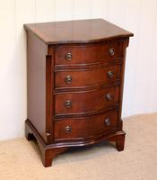 Small Proportioned Mid Century Mahogany Chest of Drawers (4 of 9)