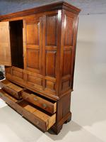 Outstanding Mid 18th Century Oak Livery or Housekeepers Cupboard (4 of 5)