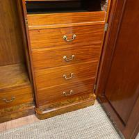 Spectacular Quality Figured Burr Walnut Antique Triple Wardrobe (10 of 10)