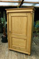 Fabulous Large Old Pine One Door Cupboard - Linen/Food/Kitchen/Larger/Wardrobe - We Del;iver! (10 of 11)
