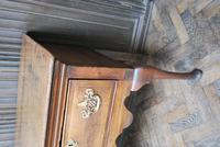 Rare Georgian four drawer dresser base. (8 of 13)