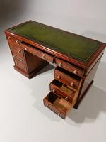 Very Good Quality Mid 19th Century Mahogany Centre Standing Pedestal Desk (4 of 6)