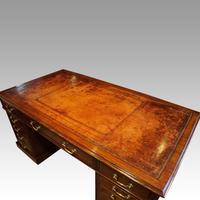 Edwardian Mahogany Large Pedestal Desk (9 of 13)
