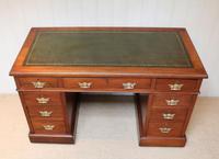 Late 19th Century Walnut Pedestal Desk c.1895 (3 of 10)