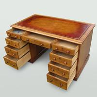 Oak Knee-Hole Pedestal Desk (5 of 7)
