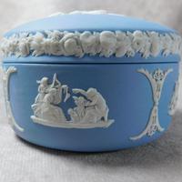 Wedgwood Blue Jasperware Kidney Shaped Trinket Box & Tray (5 of 11)