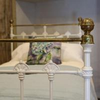 Antique White Decorative Brass & Iron Victorian Single Bedstead (6 of 7)