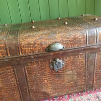 ANTIQUE Victorian Steamer TRUNK Old Tin Travel TRUNK Coffee Table Shabby Chic Metal Storage Chest (8 of 12)