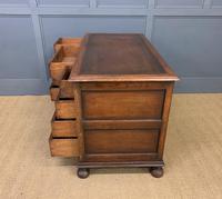 Good Carved Oak Pedestal Desk (17 of 18)