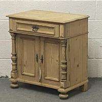 Attractive Old Pine Cupboard (3 of 4)
