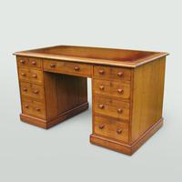 Oak Knee-Hole Pedestal Desk (2 of 7)