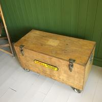 VINTAGE Industrial CHEST Coffee Table Mid Century Old Wooden TRUNK Retro Storage Box + Castors (8 of 12)