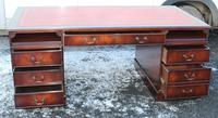 1960s Large Mahogany Pedestal Desk with Red Leather Top inset (3 of 4)