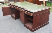 1960s Large Mahogany Partners Desk with Green Leather on Top (5 of 6)