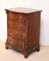 Small Proportioned Mid Century Mahogany Chest of Drawers (8 of 9)