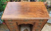 Early 18th Century Walnut Kneehole Desk (3 of 10)