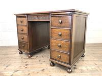 Early 20th Century Oak Kneehole Desk (11 of 14)