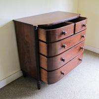 Mahogany Bow Front Chest of Drawers (4 of 6)