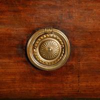 Scottish Mahogany Serpentine Chest (3 of 8)
