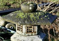 Weather Worn Granite Pagoda Garden Ornament Lantern (3 of 3)