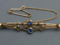 18ct gold, Ceylon sapphire & grey seed pearl brooch (5 of 5)