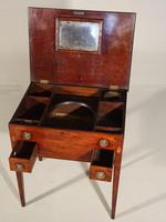 A Neat George III Period Mahogany Dressing Table (3 of 5)