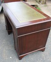 1960s Mahogany Pedestal Desk with Green Leather on Top (4 of 4)