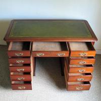 Mahogany Kneehole Desk (10 of 11)