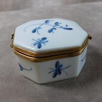 """Limoges """"Porcelaines de Chantilly"""" Porcelain  Box (3 of 6)"""