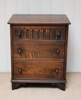 Small Proportioned Oak Chest of Drawers (6 of 10)