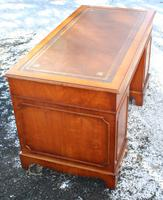 1960s Mahogany Pedestal Desk with Red Leather Top inset (3 of 4)
