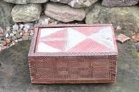 Scandinavian / Swedish 'Folk Art' painted & geometric chip-carved timplåda / sliding-lid box early 19th Century. (4 of 11)