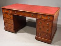 Attractive Early 19th Century Mahogany Pedestal Desk (2 of 4)